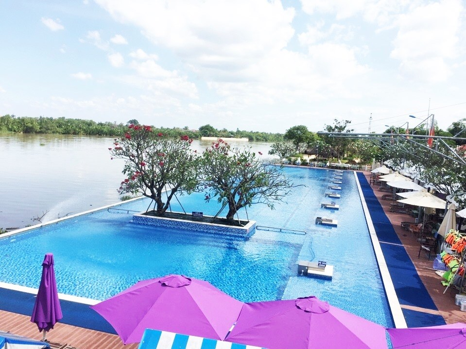 Check-in ngay hồ bơi vô cực view sông tại Sài Gòn chỉ 80k / người