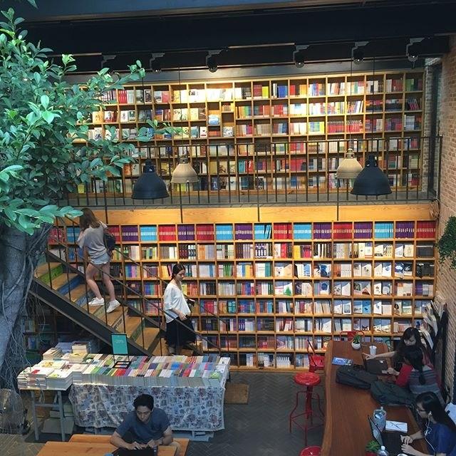 Nhã Nam Books N' Coffee Sài Gòn – Cafe checkin sang chảnh tại Bình Thạnh